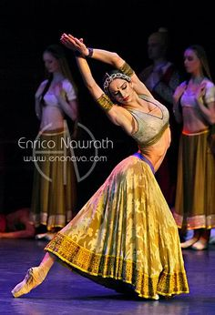 "L'ENTRÉE DE NIKIYA  Polina Semionova in Vladimir Malakhov's ""La Bayadère"" at the Staatsballett Berlin. Photo by Enrico Nawrath."