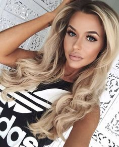 Gotta have the shadow root for low maintenance hair in medical… Hair color goals. Gotta have the shadow root for low maintenance hair in medical school! Beauté Blonde, Lange Blonde, Low Maintenance Hair, Cool Hair Color, Hair Dos, Gorgeous Hair, Pretty Hairstyles, Hairstyle Ideas, New Hair