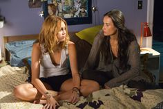 Lola (Miley Cyrus) and her mom, Anne (Demi Moore), in 'LOL' - http://numet.ro/lol