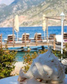 Losta Sahil Evi. Marmaris'in incisi Selimiye'yi elbet seveceksiniz ama en çok burada tatil tapmayı seveceksiniz. Odaların güzelliği, denizin maviliği ile uyanıp, dalga sesleri ile uyuyacaksınız. Herşeyiyle mucizevi bir tatil geçireceksiniz. ☎ 0530-7629740 www.kucukoteller.com.tr/luna-begonvil-losta #selimiye #marmaris #turkey #lostasahilevi #sea #landscape Holiday Boutique, Marmaris, Travel Set, Holiday Travel, Land Scape, Turkey, Boutique Hotels, Turkey Country