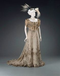 Evening dress, French about 1905.  Designed by John Redfern, for House of Redfern. Museum of Fine Arts, Boston.