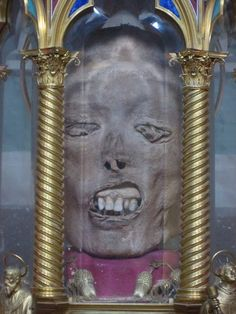 Relic Of The Martyrdom Of Sain is listed (or ranked) 8 on the list These Gross Photos Show The Weird World Of Grisly Catholic Relics Catholic Relics, Catholic Saints, Religious Icons, Religious Art, Incorruptible Saints, Vanitas, Memento Mori, Macabre, Occult