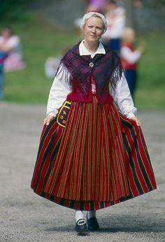Auranmaan kansallispuku Folk Costume, Costumes, Scandinavian Folk Art, Folk Clothing, Ethnic Dress, World Cultures, Traditional Outfits, Helsinki, Stockholm