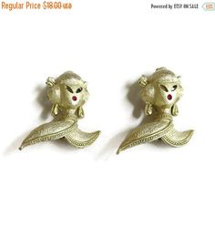 ❘❘❙❙❚❚ Spring Sale ❚❚❙❙❘❘     This is a wonderful Asian Lady Scatter Pins Matte Gold 1950s Mid Century #Vintage Pair!   These pins are simply outstanding!  They each measure... #vintage #jewelry #fashion