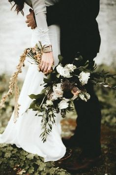 How To Pull Off A Seriously Chic Black Wedding Theme Today's post is all about a Halloween-inspired black wedding theme – but it takes on a chic atmosphere rather than creepy. Read on to find out how to bring this ultra-glam theme to your fall wedding … Wedding Poses, Wedding Shoot, Dream Wedding, Wedding Ideas, Wedding Venues, Wedding Hair, Summer Wedding, Wedding Ceremony, Wedding Couples