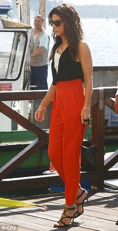 Summer #streetstyle | Sandra Bullock in a black & white top, red loose fit cropped pants & blacj stappy sandals