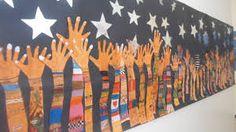 Billedresultat for murales con manos Group Art Projects, Art Therapy Projects, School Murals, Art School, Murals For Kids, Art For Kids, Catholic Schools Week, Art Bulletin Boards, Art Corner