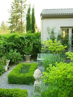 Boxwood garden plants are drought-tolerant. Properly mulching the shallow-rooted boxwood garden plants helps retain moisture and keep roots cool. Formal Gardens, Small Gardens, Outdoor Gardens, Modern Gardens, Contemporary Gardens, Raised Gardens, Boxwood Garden, Garden Plants, Topiary Garden