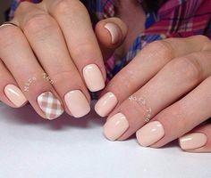 Спокойный маникюр на короткие ногти