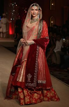 Mastani Deepika Padukone Walks The Ramp At Blenders Pride Fashion Tour 2015
