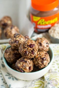 No-bake chocolate peanut butter oat snack bites are the perfect on-the-go snack for busy lives! #safeway #ad