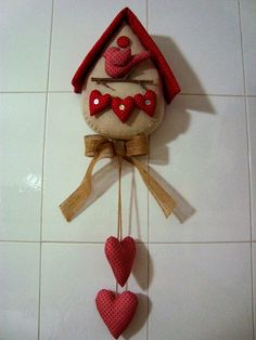 Red heart clock part 1 parts) Felt Crafts, Easy Crafts, Diy And Crafts, Arts And Crafts, Christmas Home, Christmas Crafts, Christmas Ornaments, Sewing Crafts, Sewing Projects