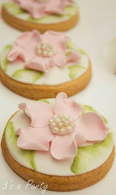 Pretty cookies  HV: cukormáz ételfestékek habzsák dekorcső coupler Megvásárolhatsz mindent a GlazurShopban! http://shop.glazur.hu #kekszdekoracio