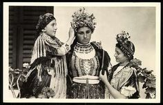Sárközi menyasszony | Képeslapok | Hungaricana Folk Costume, Costumes, Folk Dance, Hungary, Folk Art, The Past, Green, Painting, Dress Up Clothes