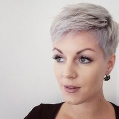 Very short blond pixie hairstyle Informations About Sehr Kurz Blond Pixie Frisur Pin You can easily Short Haircut Styles, Short Pixie Haircuts, Pixie Hairstyles, Cool Hairstyles, Hairstyle Short, Short Grey Hair, Short Hair Cuts For Women, Super Short Hair, Blonde Pixie