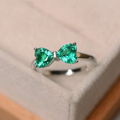 This ring features two 6*6mm heart cut lab emerald and sterling silver finished with rhodium. Customization is available. It is made by hand, and it will take about 7 days to finish the ring after your payment is completed. Main stone: lab emerald Main stone weight: Approx 1.45 ct in total