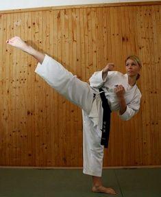 Taekwondo Girl, Karate Girl, Kyokushin, Martial Arts Women, Female Art, Sports, Woman Art, Hs Sports, Sport