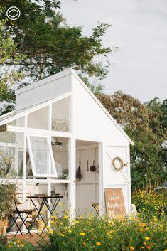 Whispering Land : โอบกอดธรรมชาติ ฟังผืนดินกระซิบที่สวนสวยแห่งใหม่ของ Little Tree - The Cloud Cafe Shop Design, Small Cafe Design, Cafe Interior Design, Tiny House Design, Cafe Exterior, Interior Exterior, Cozy Coffee Shop, Small Modern Home, Cafe House
