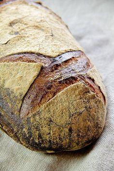 Plötziade-Brot Nr. 1 ***** Super super lecker - der Aufwand lohnt sich. Mit Weizensauerteig, am Tag vorher ansetzen. Mein Weizensauer ist jetzt 8 Monate alt und es hat auch mit der kleinen Menge Hefe super geklappt.