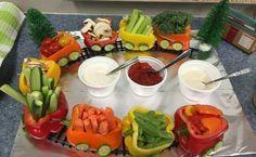 Wie bringt man Kinder dazu, auch mal zum gesunden Gemüse zu greifen. So gern würde man den Kindern erklären, wie gesund Brokkoli, Paprika, und Tomaten sein können. Das will gelernt sein. Versuch es doch mit diesen lustigen Ideen, wie man Gemüse au...