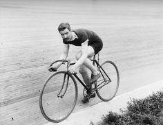 Old school velodrome rider