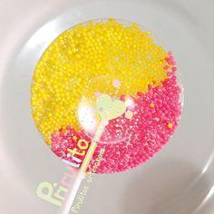 Rosa e amarelo! Amamos esta combinação de cores! #prirulito #aracaju #sergipe #enviamosparatodobrasil #pirulitosdecaramelo #pirulitos #pirulitosconfeitados #pirulitosdecorados #sparklelollipops #sparklelolipop #lolipops #lolipop #lollipop #lollipops #pirulitos  #festainfantil #festasinfantis  #festa #festas #festadecriança #Kids #kidsparty #festaespecial #love #cute #baby  #partyfavors #encontrandoideias