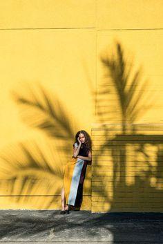 Awesome shadow play on model. Also pose. 'Palm Motel' Shot By Eddie Chacon Foto Fashion, Fashion Shoot, Editorial Fashion, Fashion Beauty, Editorial Photography, Beauty Photography, Portrait Photography, Fashion Photography, Wow Photo