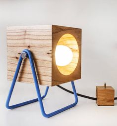 FERIA PURO DISEÑO. Premio Oro al diseñador del año por las luminarias en madera y hierro (Mila)