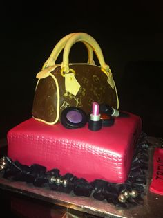 Just like the Chanel Purse Cake, this Louis Vuitton purse cake is all edible, even the pearls and that big sugar diamond! Description from jocelyncakes.blogspot.co.uk. I searched for this on bing.com/images