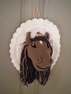 Décoration Trophée cheval fait main au crochet : Décoration pour enfants par ligne-retro