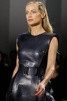 Calvin Klein Collection Fall 2013 Ready-to-Wear Collection - Vogue Punk Fashion, Leather Fashion, Fashion Models, Fashion Show, Fashion Design, Carolyn Murphy, Black Skinny Pants, Calvin Klein Collection, Effortless Chic