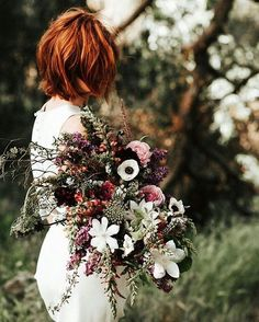 Bouquet per un #matrimonio a #Settembre  Questa e tante altre idee sul blog di #Giftsitter 💐🌸🌷🌹🌻🌺🌼 bouquet by @layeredvintage // image by @amylynnphotography // #fiori #bouquet #wedding #weddingflowers #september #septemberwedding #green #wedding2016 #shesaidyes #bride #nature #natura #petal #petals #petaloso #mothernature #blossom #floweroftheday #instaflower #nozze #listanozze