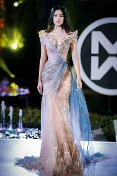 JoliPoli added a new photo — at Cocobay Vietnam. Glam Dresses, Elegant Dresses, Pretty Dresses, Wedding Dresses, Look Fashion, Fashion Outfits, High Fashion Dresses, Fancy Gowns, Fairytale Dress