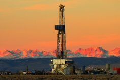 Drilling rig in Pinedale field with the Wind River Mountains, Wyoming, USA in the background. Photo by Douglas McCartney.