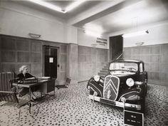 Boulevard Voltaire, Citroen Traction, Traction Avant, Citroen Car, Paris, Garages, Old Pictures, Man, Vehicles
