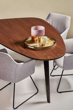 Leolux Mara Stuhl | Drifte Onlineshop Rolf Benz Sofa, Tiny House, Luxury, Table, Furniture, Home Decor, Eindhoven, Van, Google