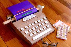 Máquina de escribir de cartón en Manualidades infantiles para bebés, niños y niñas