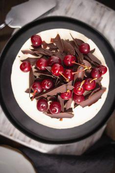 Tort cu vișine și ciocolată inspirat de Foret Noire - Ciocolată Şi VanilieCiocolată Şi Vanilie Dessert Cake Recipes, Desserts, Food Cakes, Fondant, Cherry, Cooking Recipes, Ice Cream, Mousse, Sweets