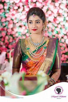 Ideas For Indian Bridal Saree Color Combinations Bridal Blouse Designs, Saree Blouse Designs, Bridal Looks, Bridal Style, Saree Color Combinations, Collar Hippie, Hindu Bride, Kerala Bride, Indian Bridal Sarees
