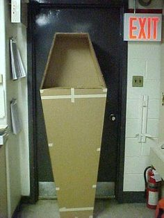 do we need a giant cardboard coffin????? I think we do!!!! (if you think we do since you'll be making it... but I might make it if I have good success with my grandfather clock!) #halloweenpartydecor