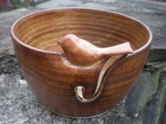 Yarn Bowl Little Bird Yarn Bowl Sparrow Bowl by aaharrison on Etsy This is a very much sought after item by yarn crafters. A larger bowl with circular cutouts in different sizes would allow for more than one ball of yarn and yarn of different thicknesses. Pottery Bowls, Ceramic Pottery, Crochet Yarn, Knitting Yarn, Yarn Storage, Clay Bowl, Yarn Bowl, Pottery Designs, Ceramic Clay