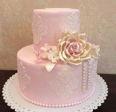 Simples e elegante. Ideal para um mini wedding.