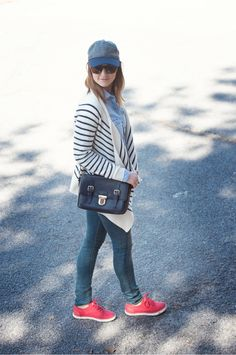 Caroline Knapp of HOUSE of HARPER looks casual chic in her airport style with a stripe cardigan and baseball cap.