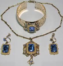 Juego de joyas antiguas