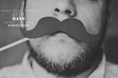 Ohne Schnurrbart ist ein Mann nicht richtig angezogen :)
