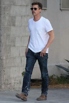 Brad Pitt in Paint Splattered Straight Slim Jeans - Denimology Old Man Fashion, Star Fashion, Mens Fashion, Fashion Outfits, Brad Pitt Style, Best Street Style, Look Man, Best Dressed Man, Lookbook