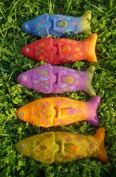 photo of felt pencil cases in fish form ---- Juci szöszmötölései: nemezelés