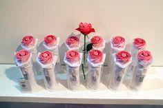 PARAGUAS. Nada Design Group es una colección de los diseñadores coreanos que trabajan para crear objetos que exploran la relación entre el ser humano y su medio ambiente con una perspectiva oriental única. Mostraron una colección de sus productos en la Semana del Diseño de Seúl 2007, incluyendo el Rosella paraguas plegable por Hee-Hyeung Jo (ver imagen superior).
