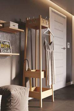 Věšák z bukového masivu Alfrédo je dokonalým sluhou k odkládání svrchního oblečení. Je vyroben z bukového masivního dřeva a ošetřen ekologickým bezbarvým lakem, který usnadní údržbu a zároveň pomůže ochránit proti drobným oděrkám. Wardrobe Rack, Ladder Decor, Magazine Rack, Cabinet, Storage, Furniture, Home Decor, Clothes Stand, Purse Storage