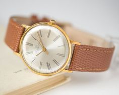 Very elegant wristwatch made by Minsk Watch Factory. This watch is very slim with mechanical movement, 23 jewels and central second hand, in fully